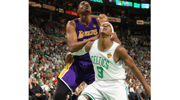 Rondo Boxes out Bynum